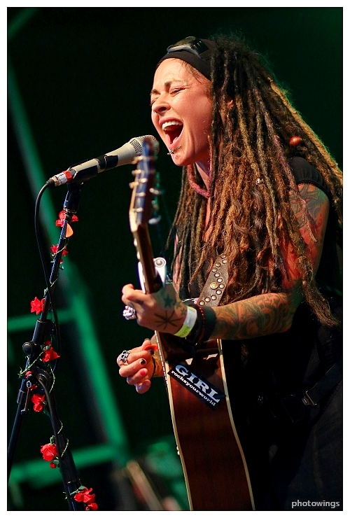 Dilana Smith rocks, voc, g, in Schneverdingen
